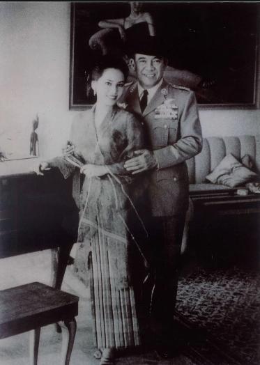 Ratna Sari Dewi Sukarno (Cinderella story vol.1)